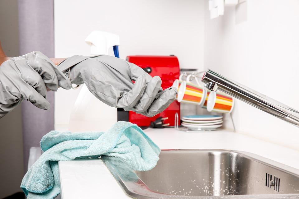 Comment bien choisir sa femme de ménage ?