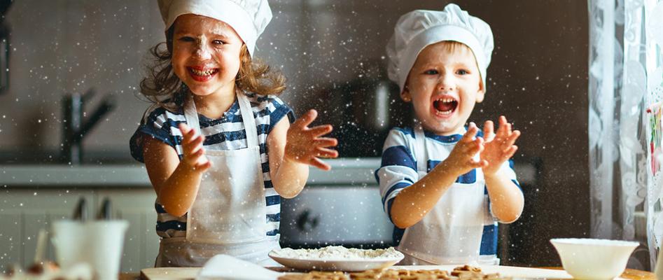 Préparer des crêpes pour la chandeleur avec vos enfants !