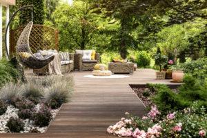 Entretien du jardin pour vos belles soirées d'été